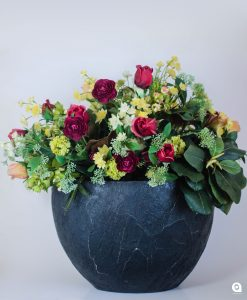 Red mix (spring magic) in large black vase - 57cm